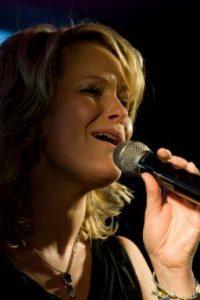 zangeres Erikah Karst