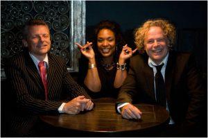 Soul Trio Meet the Misses Saskia Lie Atjam zangeres, Cees van den Berg contrabas Frank Bilsen Fender Rhodes piano